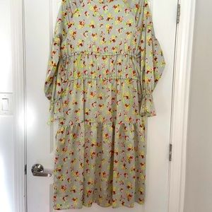 H&M floral dress with cool toggle feature, size 10